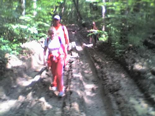 Хлюпая по грязи
