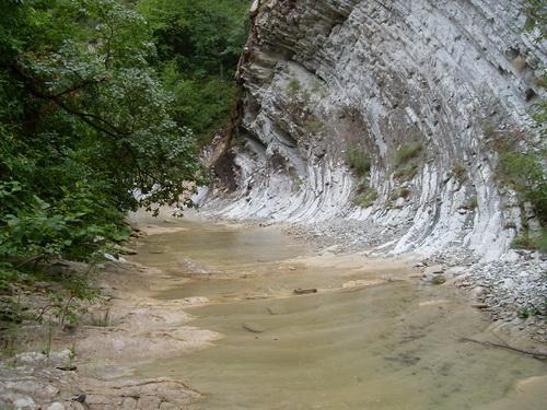 Удивительная форма скалы