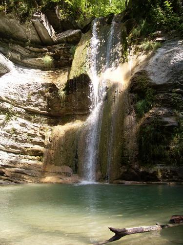 На этом водопаде мы первый раз встретили лесную девушку