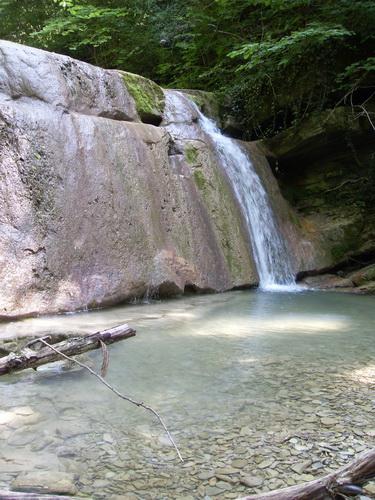 Водопад на реке Жане летом