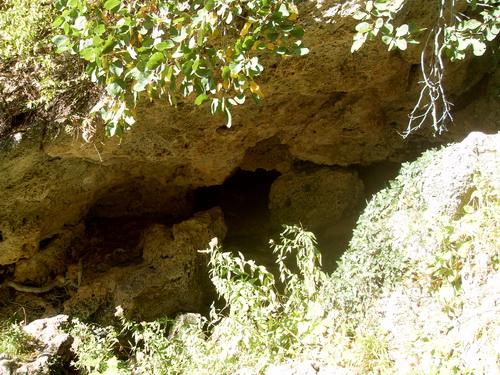 Одна из небольших пещер