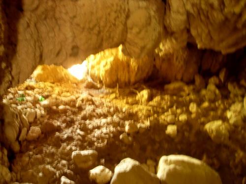 Та же пещерка. Проем со стороны водопада