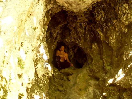 Жек в пещере.