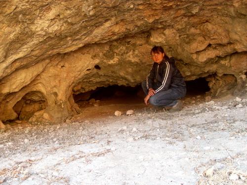 Внутри пещеры, которую мы обнаружили в Каньоне.