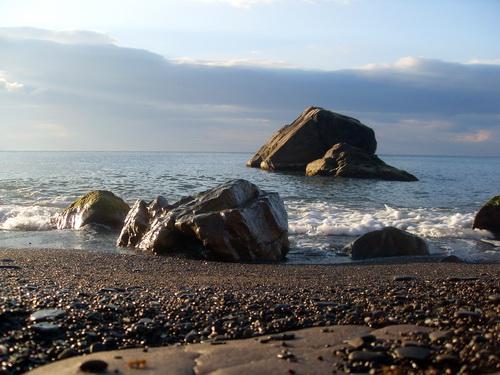 Камни в бухте.
