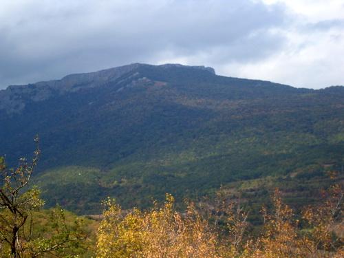 Гора и тучи.