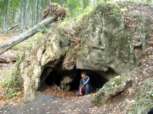 Пещера за водопадом Джур-Джур.