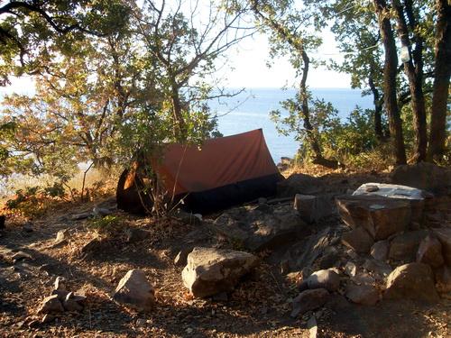 Наша палатка на одной из таких стоянок