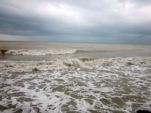 Грязная вода в море