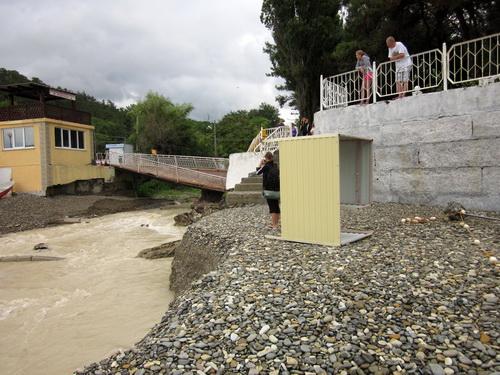 Мост в Джанхоте после наводнения