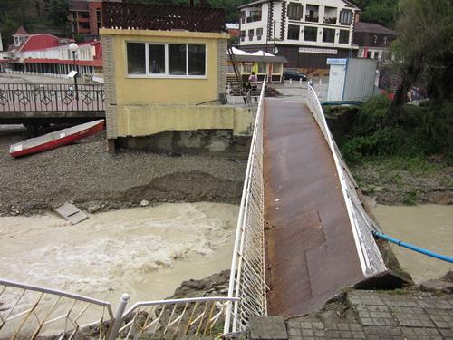 Сломанный мост в Джанхоте